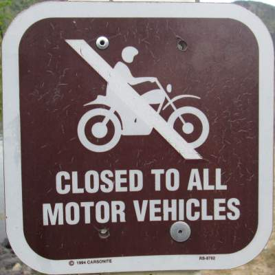 Closed-to-all-motor-vehicles-sign-Boise-River-Greenbelt-ID-5-7-2016